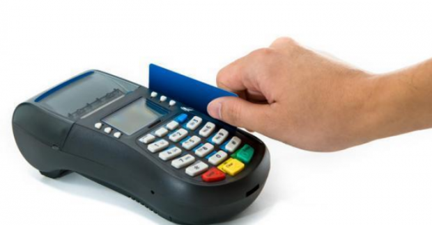 NHNN tiếp tục 'mạnh tay' với hành vi rút tiền mặt trái qui định từ thẻ tín dụng - Ảnh 1.