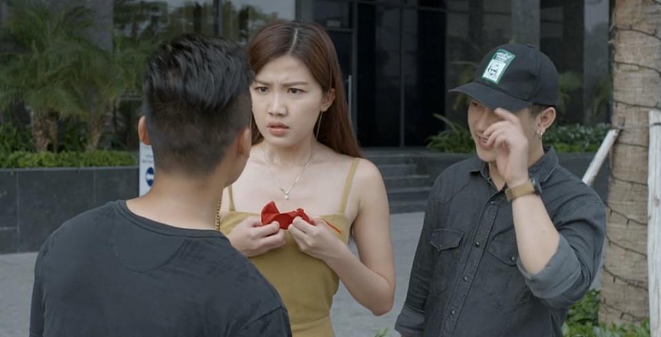 'Hoa hồng trên ngực trái' tập 7, Trà tiểu tam bị Khuê chửi là 'đồ mất dạy'