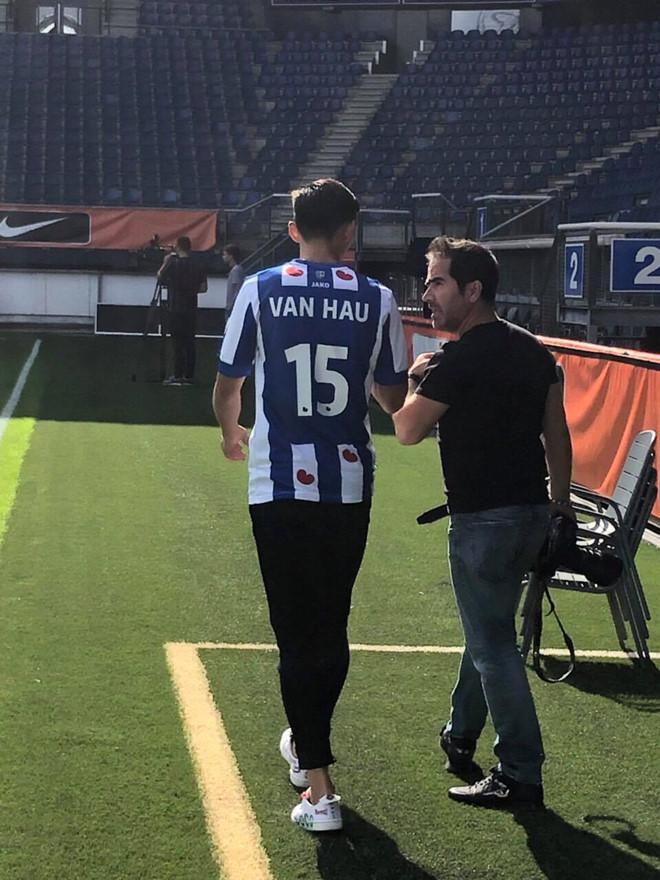 Văn Hậu chính thức trở thành tân binh CLB SC Heerenveen với số áo 15 - ảnh 1