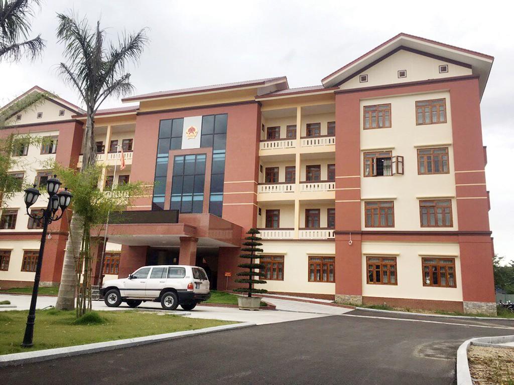 Gói thầu Thi công xây dựng thuộc Dự án Nâng cấp đường ĐH 11.TP do Ban QLDA quỹ đất huyện Tiên Phước (tỉnh Quảng Nam) làm chủ đầu tư. Ảnh: Tuấn Dũng