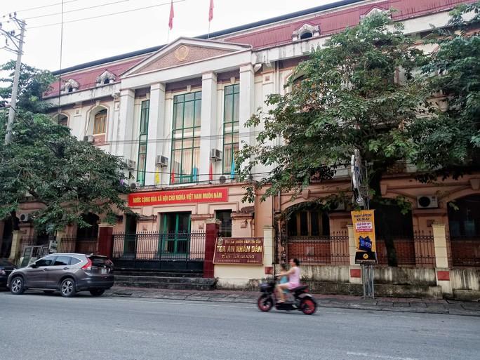 Sáng nay, xét xử 5 bị cáo vụ gian lận điểm thi tại Hà Giang - Ảnh 2.