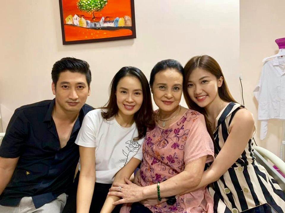 Hồng Diễm - Lương Thanh: Tình địch trên phim, 'mẹ - con' ngoài đời