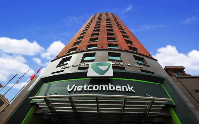 Vietcombank báo lãi kỉ lục gần 17.600 tỉ đồng trong 9 tháng đầu năm - Ảnh 1.
