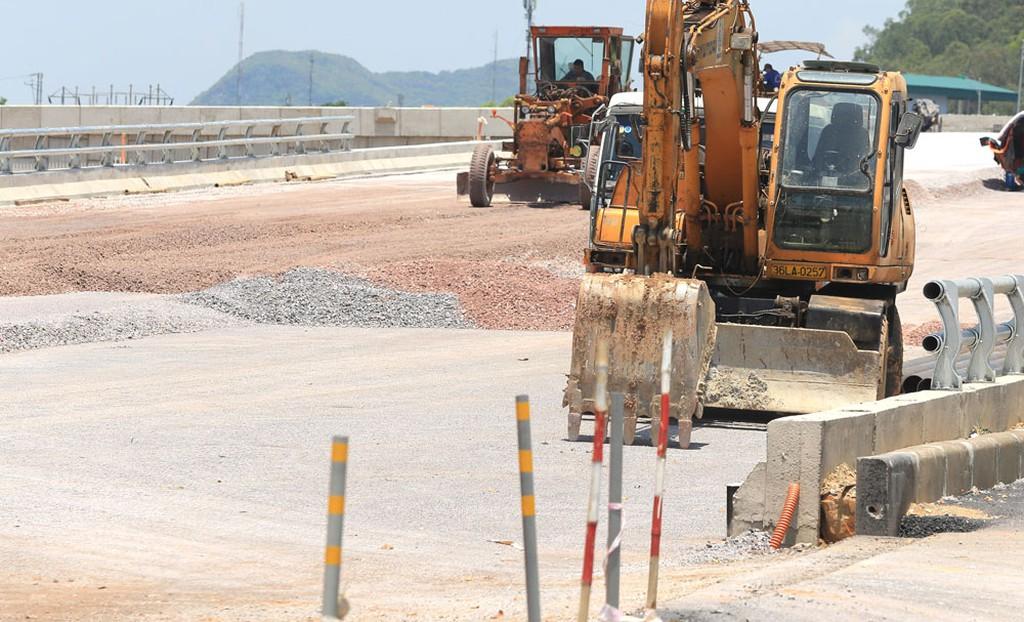 Trong hơn 2 năm qua, Công ty CP Quản lý và Xây dựng đường bộ Lâm Đồng được công bố trúng 9 gói thầu do Ban Quản lý bảo trì đường bộ thuộc Sở GTVT Lâm Đồng mời thầu. Ảnh minh họa: Tiên Giang