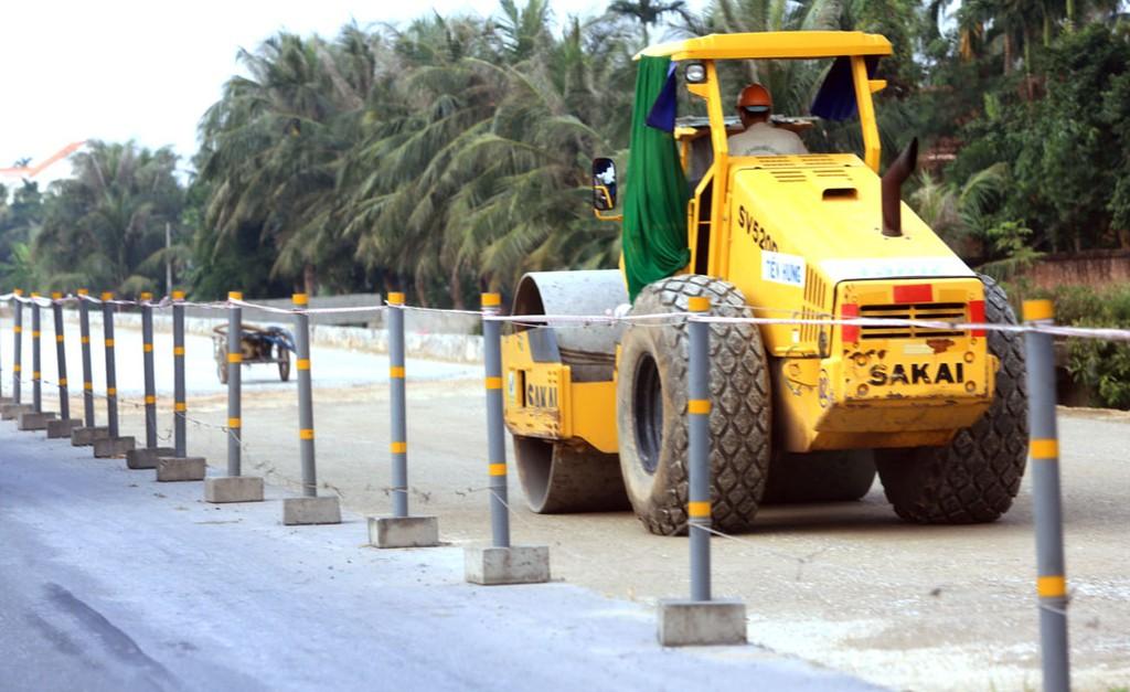 Gói thầu hơn 45 tỷ đồng thuộc Dự án Sửa chữa Đường tỉnh 824 (đoạn ngã 3 Công viên Võ Văn Tần đến cống Bà Bông) do Sở Giao thông vận tải Long An làm chủ đầu tư. Ảnh: Tiên Giang