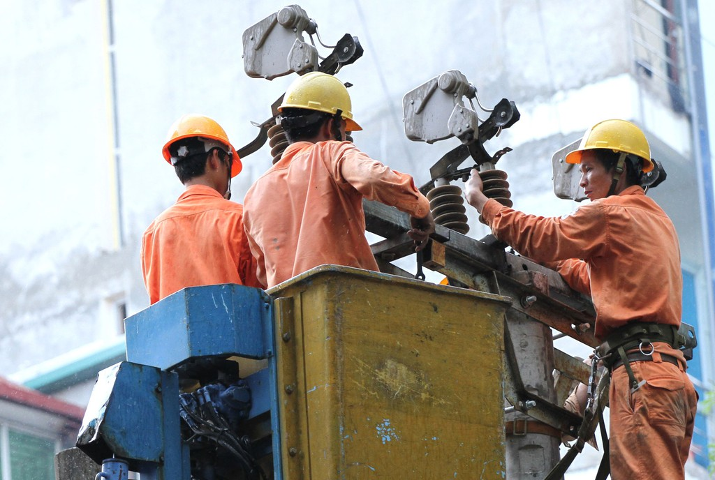 10 gói thầu xây lắp do Công ty Điện lực Bắc Giang mời thầu đều được tổ chức đấu thầu rộng rãi trong nước, qua mạng. Ảnh: Lê Tiên