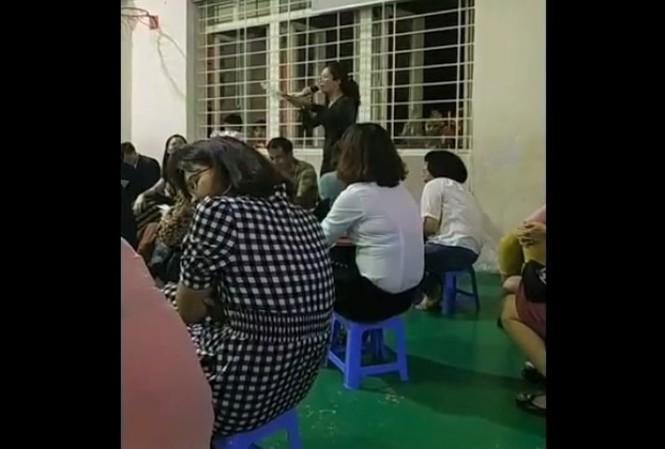Vị phụ huynh cũng là giáo viên gây phẫn nộ với phát biểu kỳ thị cha mẹ đơn thân và gia đình nghèo. Ảnh cắt từ clip.