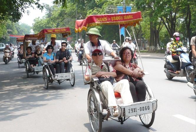 Do di chuyển chậm, gây ảnh hưởng đến giao thông nên thành phố Hà Nội đã có chủ trương dừng hoạt động xe xích lô ảnh: Anh Trọng