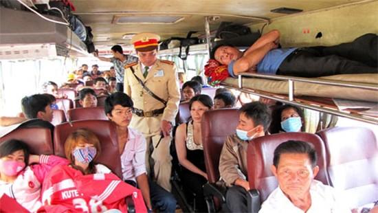 Sau vô lăng - Dịp Tết Canh Tý, hành vi xe khách nhồi nhét sẽ bị phạt thế nào?