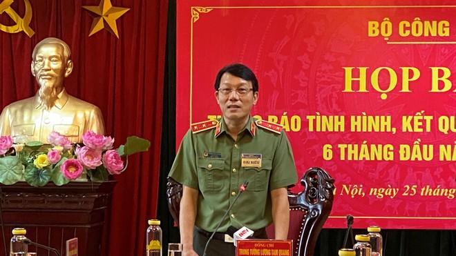 Trung tướng Lương Tam Quang trả lời tại cuộc họp báo /// Ảnh:Thái Sơn