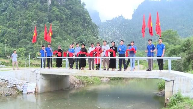 Hội Liên hiệp thanh niên huyện Lâm Bình khánh thành công trình cầu thanh niên tại xã Lăng Can