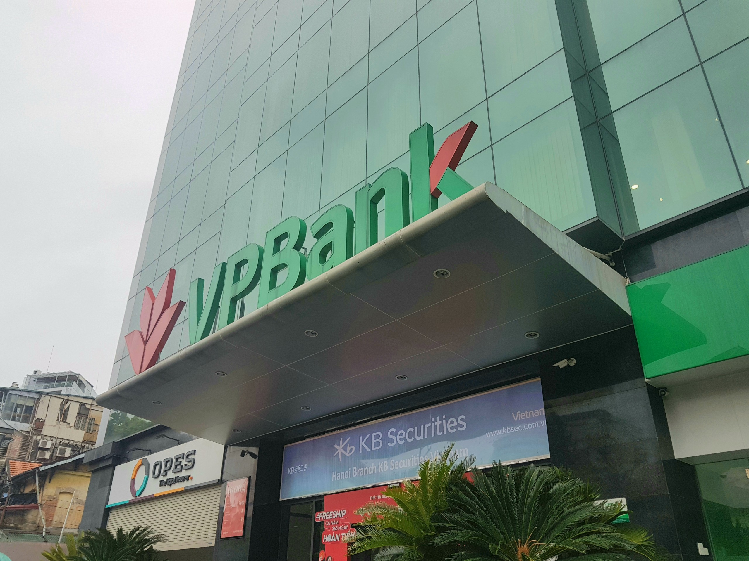Lợi nhuận 9 tháng VPBank tăng trưởng hơn 30%, tỉ lệ nợ xấu ở mức 3,65% - Ảnh 1.