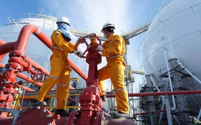 Giá dầu giảm so với cùng kỳ dẫn tới lợi nhuận PV GAS giảm 29,4%. Ảnh: IT