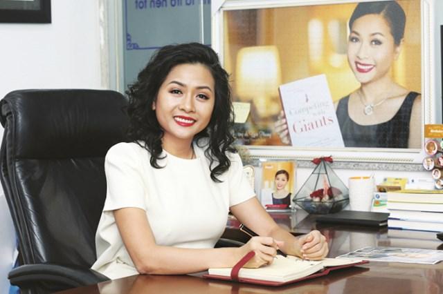 Ông Chung tố cáo bà Trần Uyên Phương, cùng Nguyễn Phi Long và Văn phòng công chứng Hoàng Xuân Ngụ, Chợ Lớn đã câu kết, lừa đảo chiếm đoạt 2 khu đất trị giá hàng trăm tỷ đồng của ông tại TP.HCM