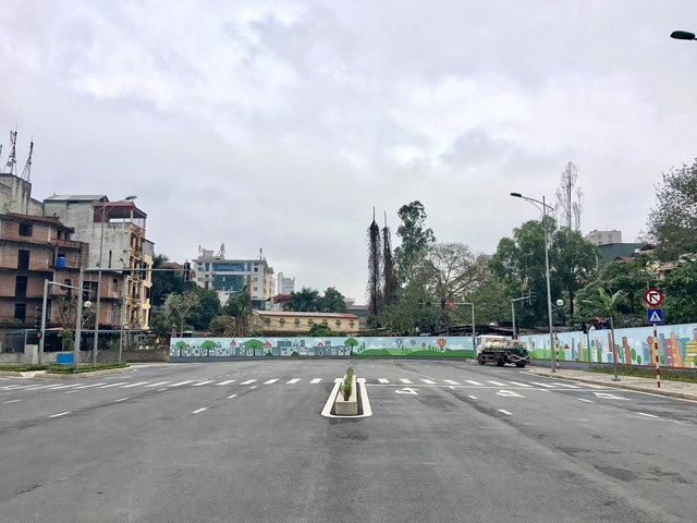 Tuyến đường từ Khu đô thị Tây Hồ Tây giao với Trần Cung đoạn qua Bệnh viện E.