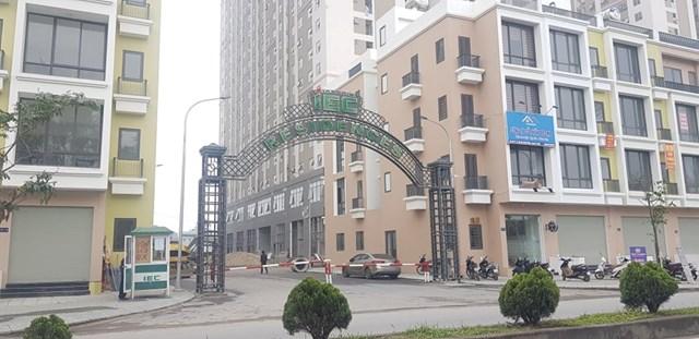 Cổng chính dự án nằm trên đường Trần Thủ Độ