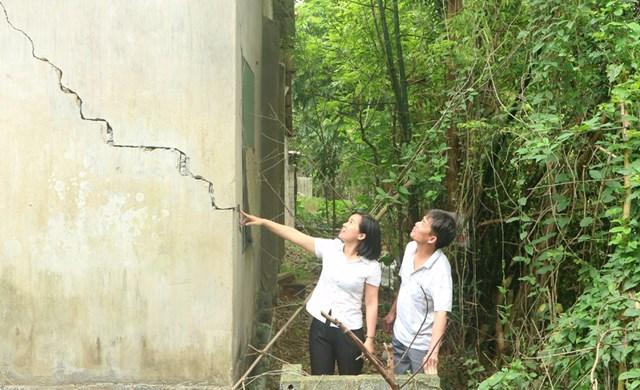 Nhiều công trình của người dân xã Đồng Phú (huyện Chương Mỹ) bị hư hỏng do sự cố sạt lở bờ sông Bùi.