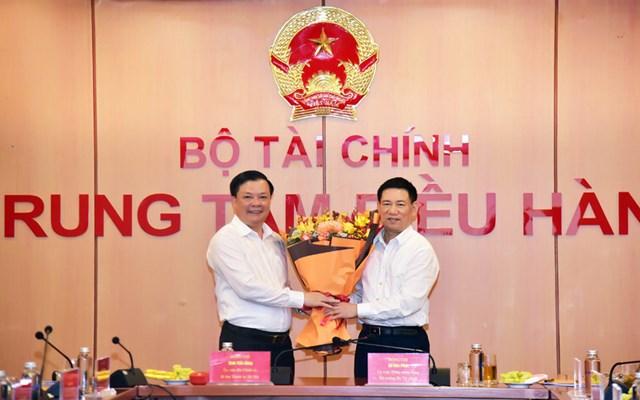 Ủy viên Bộ Chính trị, Bí thư Thành ủy Hà Nội Đinh Tiến Dũng và Bộ trưởng Bộ Tài chính Hồ Đức Phớc tại hội nghị.