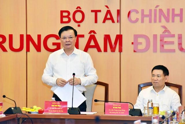 Ủy viên Bộ Chính trị, Bí thư Thành ủy Hà Nội Đinh Tiến Dũng phát biểu tại hội nghị.