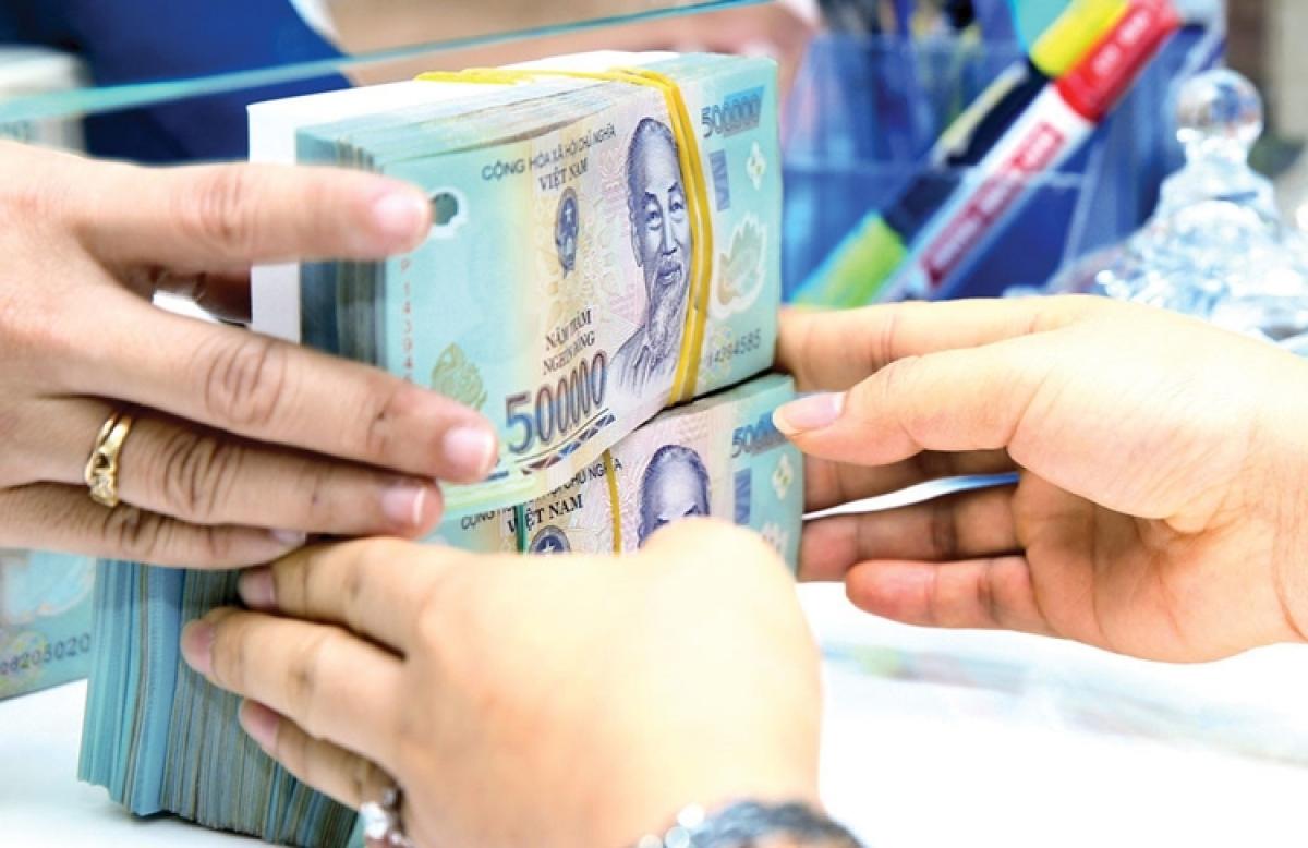 Nhiều rủi ro trong đầu tư vào bất động sản, chứng khoán nên NHNN sẽ tiếp tục chỉ đạo các ngân hàng thương mại kiểm soát chặt tín dụng. (Ảnh minh họa: KT)