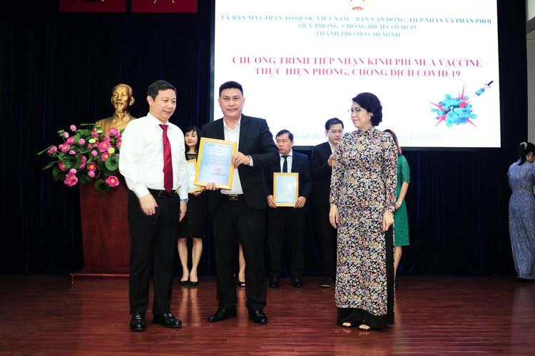 Tập đoàn Hưng Thịnh trao tặng 50 tỷ đồng kinh phí mua vắc-xin ngừa Covid-19 ảnh 1