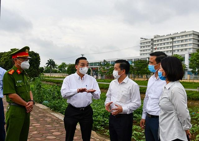Chủ tịch UBND thành phố Hà Nội Chu Ngọc Anh đã ký ban hành Công điện số 12/CĐ-UBND về việc quyết liệt triển khai các biện pháp phòng, chống dịch Covid-19 trên địa bàn thành phố Hà Nội
