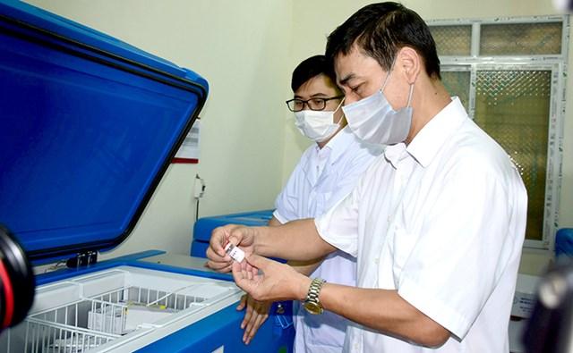 Vắc xin phòng Covid-19 được bảo quản đảm bảo tại Trung tâm Kiểm soát bệnh tật tỉnh - Ảnh minh họa