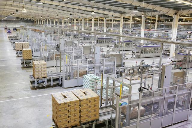Thủ tướng đánh giá Vinamilk là doanh nghiệp điển hình vừa sản xuất, vừa chiến đấu trong dịch covid-19 - Ảnh 4.