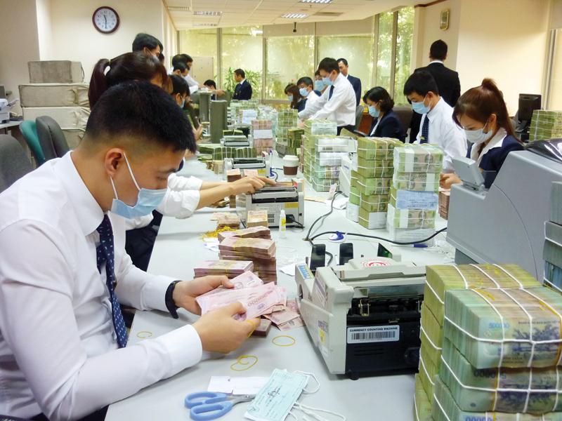 400.000 khách hàng doanh nghiệp ở TP HCM chịu ảnh hưởng từ dịch bệnh được giảm lãi suất vay - Ảnh 1.