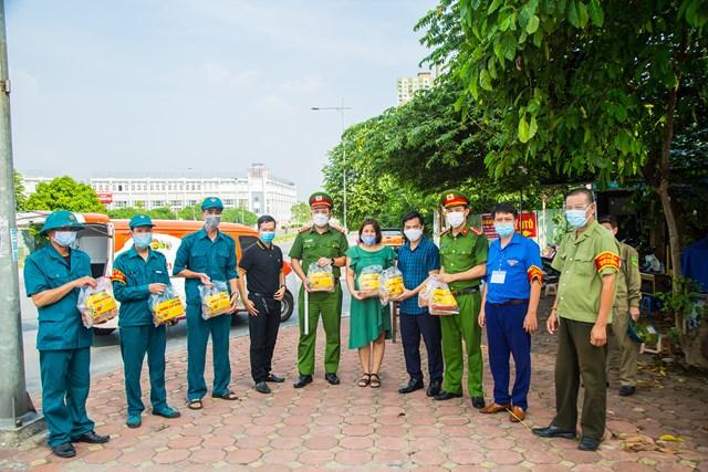 DONA Việt Nam - SAPO Bakery - KUN Bakery: Đồng hành cùng Công an quận Hà Đông đẩy lùi dịch Covid-19 - Ảnh 4