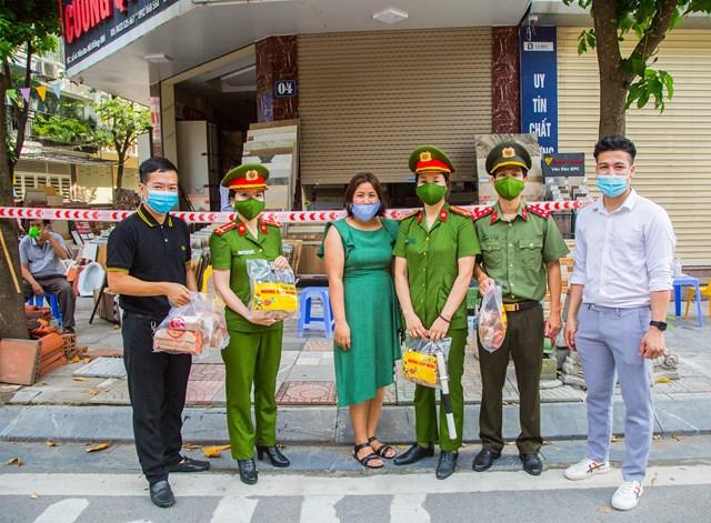 DONA Việt Nam - SAPO Bakery - KUN Bakery: Đồng hành cùng Công an quận Hà Đông đẩy lùi dịch Covid-19 - Ảnh 6