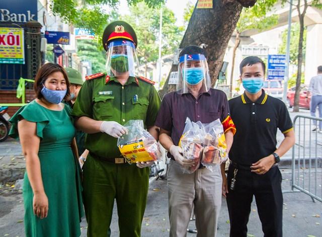 DONA Việt Nam - SAPO Bakery - KUN Bakery: Đồng hành cùng Công an quận Hà Đông đẩy lùi dịch Covid-19 - Ảnh 7