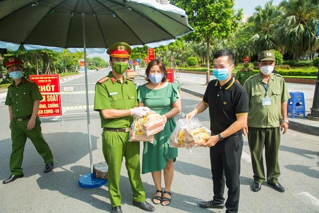 DONA Việt Nam - SAPO Bakery - KUN Bakery: Đồng hành cùng Công an quận Hà Đông đẩy lùi dịch Covid-19 - Ảnh 8