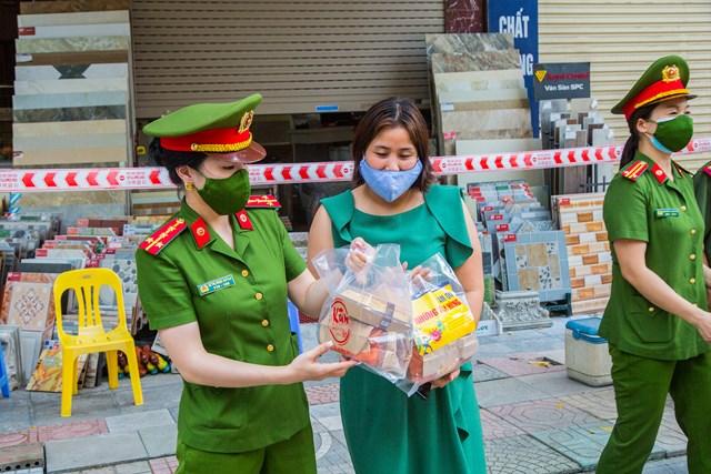 DONA Việt Nam - SAPO Bakery - KUN Bakery: Đồng hành cùng Công an quận Hà Đông đẩy lùi dịch Covid-19 - Ảnh 9