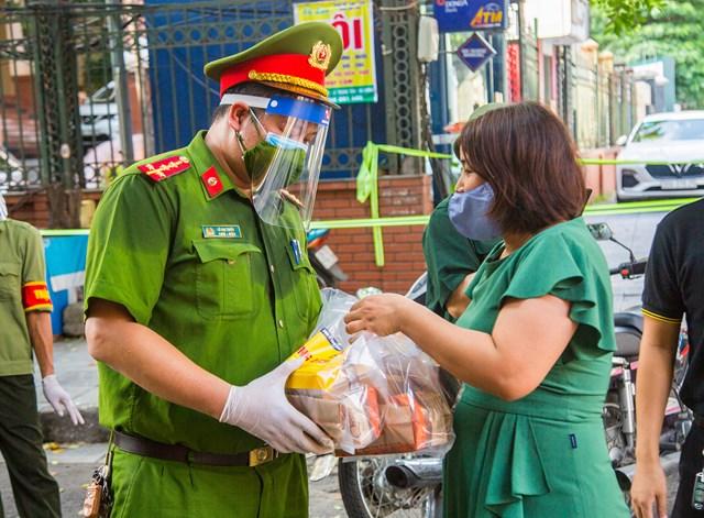 DONA Việt Nam - SAPO Bakery - KUN Bakery: Đồng hành cùng Công an quận Hà Đông đẩy lùi dịch Covid-19 - Ảnh 10