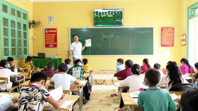 Giờ dạy môn Tiếng Anh của thầy giáo Ma Văn Du.