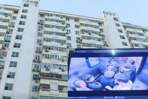 Video: Thang máy chung cư rơi, nhiều người Hà Nội bị thương