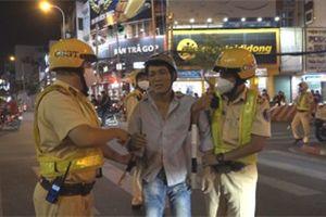 Video: Lực lượng 363 TP.HCM 'giải cứu' người đàn ông bị tai nạn gãy tay