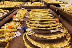 Cập nhật giá vàng hôm nay 29/5:  Chạm mốc 1.900 USD/ounce