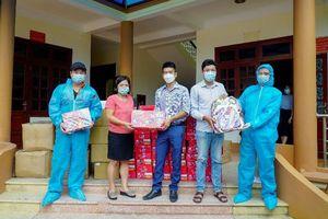 Vinamilk và Quỹ sữa vươn cao Việt Nam: Trao 8.400 hộp sữa và nhiều quà tặng cho trẻ em đang cách ly do dịch bệnh tại Điện Biên