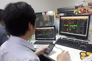 Đánh giá thị trường chứng khoán ngày 26/10: Nhiều khả năng VN-Index sẽ rung lắc điều chỉnh kiểm tra lại vùng giá hỗ trợ 1.373-1.380