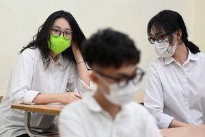 Phòng, chống COVID-19: Yêu cầu học sinh lớp 9, lớp 12 ở Hà Nội không ra khỏi thành phố