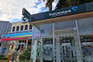 Vietcombank lãi lớn mảng dịch vụ, nợ xấu tăng hơn 47%