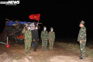 Video: Trắng đêm cùng bộ đội biên phòng tuần tra biên giới chống dịch COVID-19