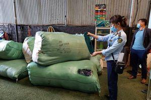 """Gia lai: Phát hiện 2.000 đôi găng tay xuất xứ Trung Quốc trên xe """"luồng xanh"""""""
