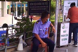 Video: Người dân vô tư ra vào, không đeo khẩu trang ở bệnh viện Việt Đức