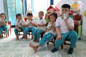 4 năm Vinamilk triển khai Sữa học đường tỉnh Bến Tre 'được lòng' cả thầy trò, phụ huynh