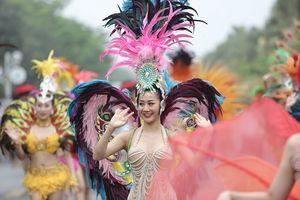 Hàng vạn du khách dự khai mạc lễ hội hoa tại Sầm Sơn