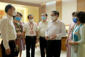 Thủ tướng Phạm Minh Chính: Tạo điều kiện thuận lợi nhất cho nghiên cứu, chuyển giao công nghệ, sản xuất vaccine phòng COVID-19