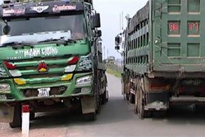 Video: Vì sao đường gom cao tốc Bắc Giang - Lạng Sơn xuống cấp trầm trọng?